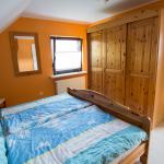 Ferienwohnung Spay - Schlafzimmer mit Doppelbett & großem Kleiderschrank
